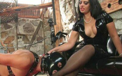maitresse Kika hotesse sévère au telrose rencontre soumis à Valence